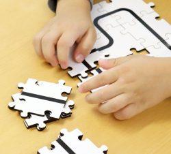 Ozobotpuzzle auf Tisch